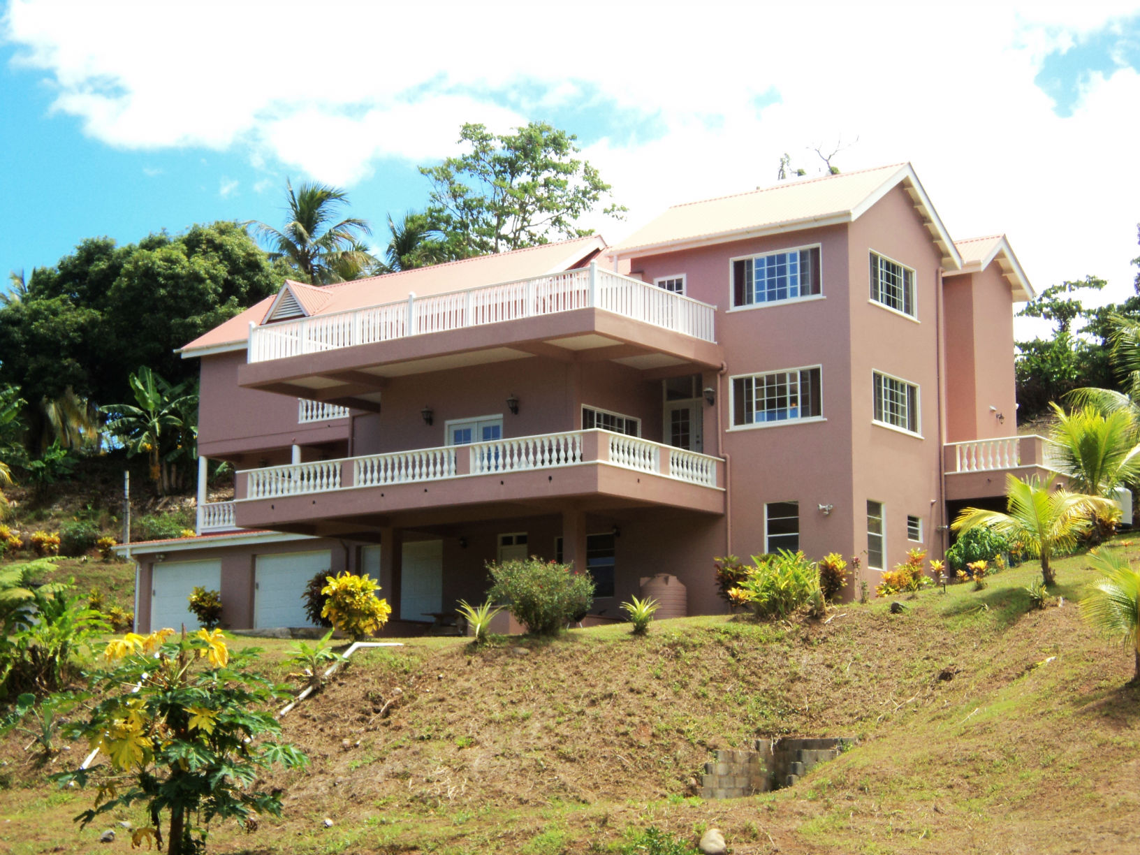 Dominica Real Estate: 4 bedroom home for sale in Woodford Hill